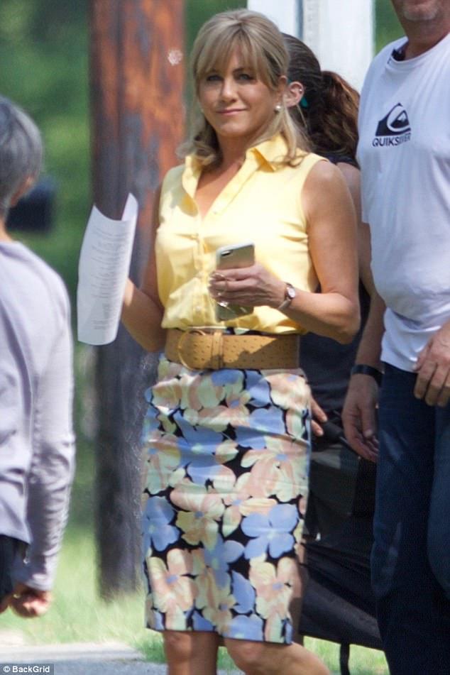 Jennifer Aniston xuất hiện vui vẻ, không quan tâm tới chuyện hợp - tan của Brad Pitt - Ảnh 2.