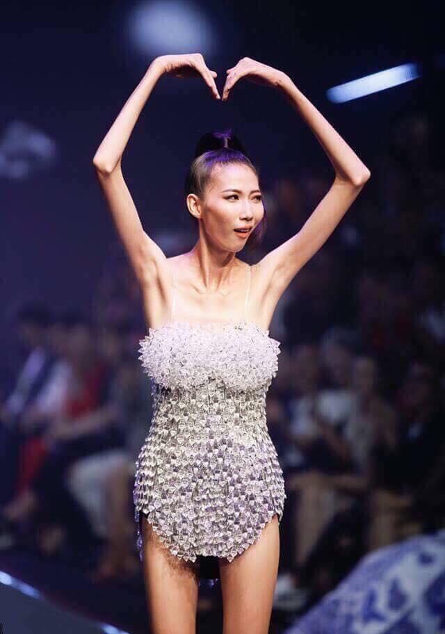 Xôn xao chuyện người mẫu da bọc xương lên sóng; Mặt trời bé con bản Việt mở màn với nhiều tài năng nhí - Ảnh 1.