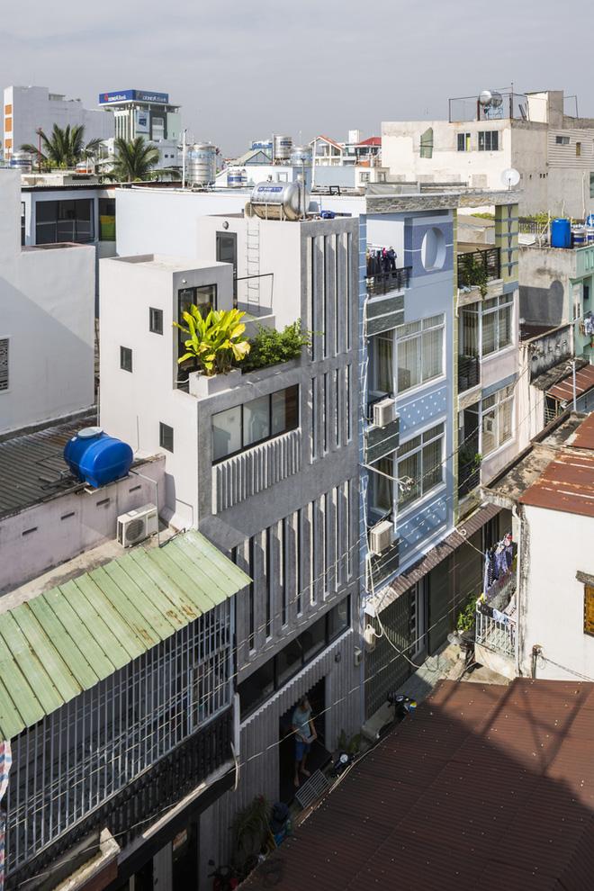 Ngôi nhà 18m² trong hẻm nhỏ vạn người mê của cặp vợ chồng trẻ ở Sài Gòn - Ảnh 1.