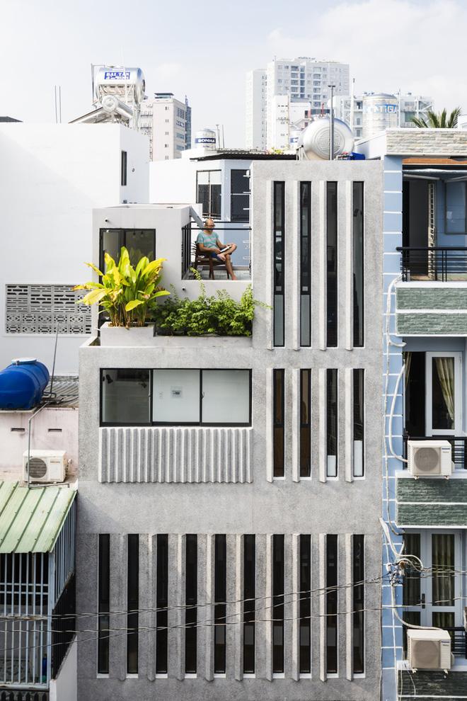 Ngôi nhà 18m² trong hẻm nhỏ vạn người mê của cặp vợ chồng trẻ ở Sài Gòn - Ảnh 2.