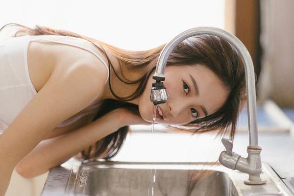 10 lưu ý then chốt để da đẹp lên vài tông chỉ bằng thao tác rửa mặt - Ảnh 1.