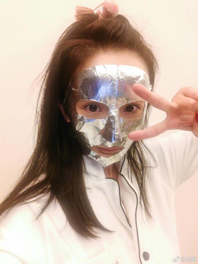 Loạt người đẹp Châu Á sử dụng mặt nạ giấy như 1 bước chăm sóc da hàng ngày - Ảnh 6.