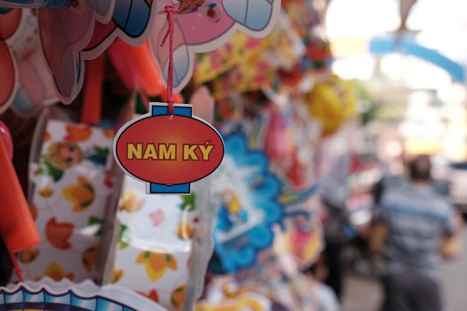 Xóm lồng đèn xưa nhất Sài Gòn vào mùa, bán hàng ngàn chiếc cho khách dịp Trung thu - Ảnh 4.