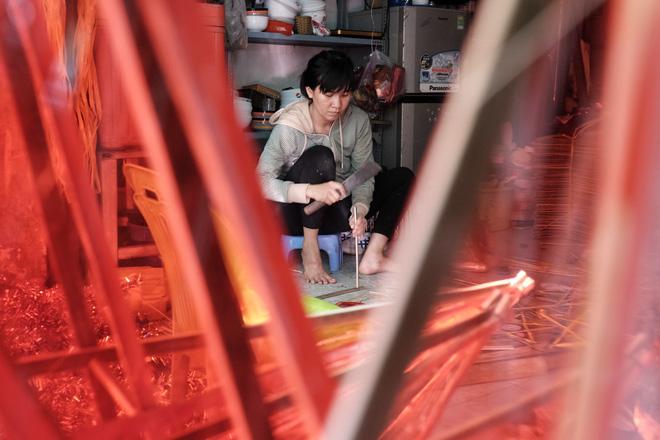 Xóm lồng đèn xưa nhất Sài Gòn vào mùa, bán hàng ngàn chiếc cho khách dịp Trung thu - Ảnh 6.
