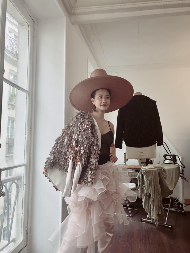 Vừa đấu khẩu chán chê với Tâm Tít xong, Maya quyết định sang ngao du Paris Fashion Week - Ảnh 2.