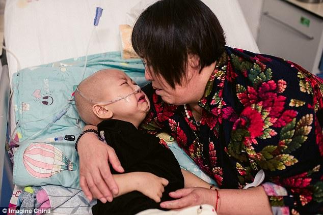 Rớt nước mắt nhìn cậu bé ung thư bị mẹ đẻ bỏ rơi nhưng trong cơn đau vẫn không thôi nhớ mẹ - Ảnh 2.