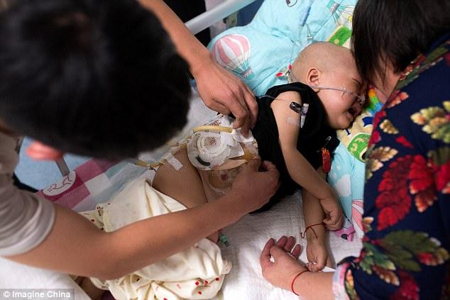Rớt nước mắt nhìn cậu bé ung thư bị mẹ đẻ bỏ rơi nhưng trong cơn đau vẫn không thôi nhớ mẹ - Ảnh 5.