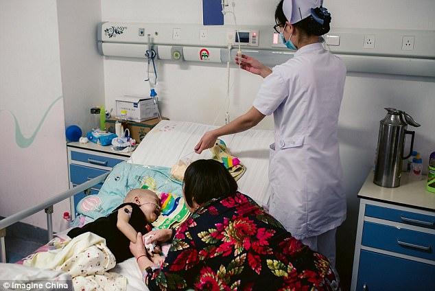 Rớt nước mắt nhìn cậu bé ung thư bị mẹ đẻ bỏ rơi nhưng trong cơn đau vẫn không thôi nhớ mẹ - Ảnh 6.