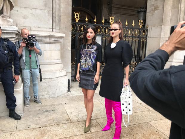 Nghi vấn Maya khoe ảnh dự show Balmain tại Paris Fashion Week, nhưng chỉ là đến chụp ảnh rồi đi về - Ảnh 2.