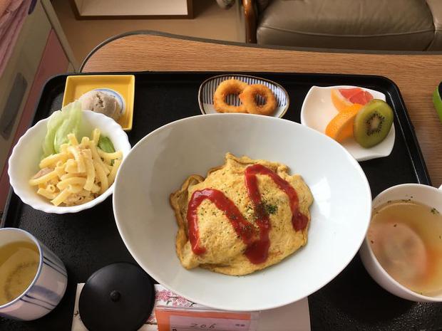 Đồ ăn bệnh viện đẳng cấp Nhật Bản: Nhìn qua bữa ăn của sản phụ, ai cũng tưởng đồ order nhà hàng - Ảnh 1.