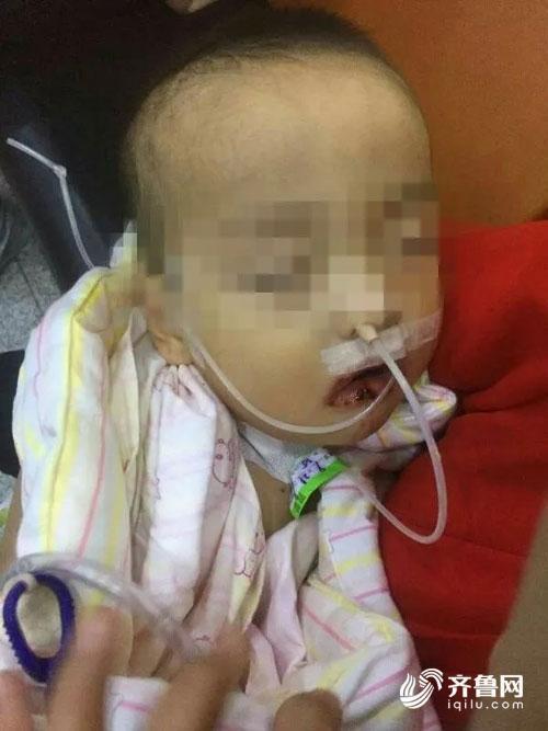 Tưởng nhầm chất tẩy là đường trắng, bé trai lấy ăn và nhập viện trong tình trạng nguy kịch - Ảnh 2.