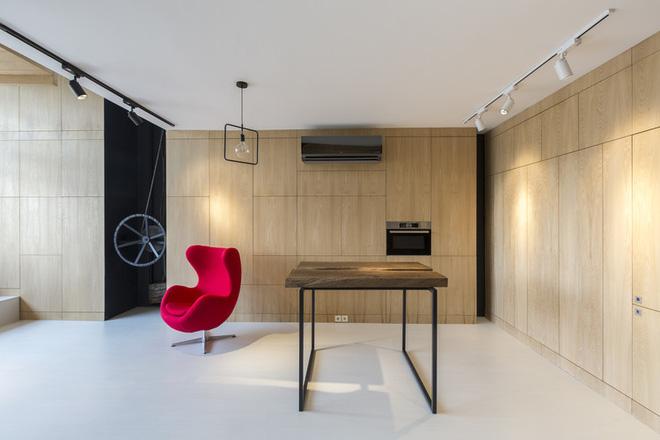 Căn hộ 45m² cực ấn tượng với giường treo và hệ tủ âm tường biến hóa khôn lường - Ảnh 2.