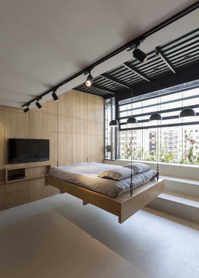 Căn hộ 45m² cực ấn tượng với giường treo và hệ tủ âm tường biến hóa khôn lường - Ảnh 3.