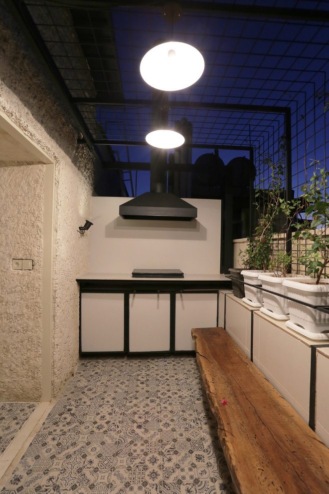 Căn hộ 45m² cực ấn tượng với giường treo và hệ tủ âm tường biến hóa khôn lường - Ảnh 19.