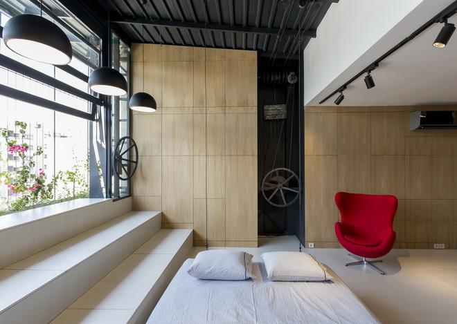 Căn hộ 45m² cực ấn tượng với giường treo và hệ tủ âm tường biến hóa khôn lường - Ảnh 7.