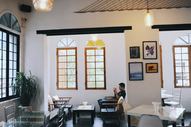 5 quán cafe vừa chất, vừa đẹp ẩn mình trong những ngôi biệt thự cổ ở Hà Nội - Ảnh 3.