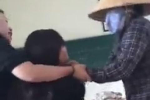 Vụ xô xát giữa nữ sinh viên của Học viện Nông nghiệp Việt Nam với lao công: Sẽ xử lý nghiêm! - ảnh 1