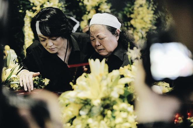 Tang lễ thầy Văn Như Cương: Học sinh trường Lương Thế Vinh hát khi linh cữu đi qua - Ảnh 23.