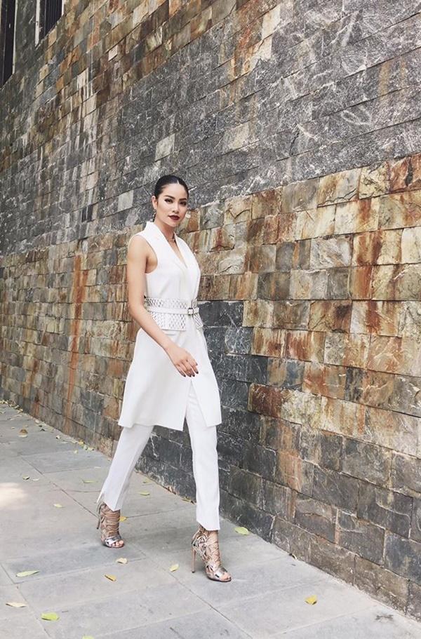 Từ mờ nhạt về nhan sắc lẫn phong cách thời trang, phải mất tận 7 năm Phạm Hương mới có chỗ đứng trong Vbiz - Ảnh 27.