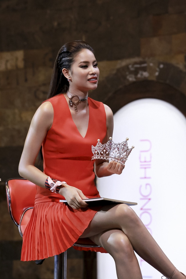 Từ mờ nhạt về nhan sắc lẫn phong cách thời trang, phải mất tận 7 năm Phạm Hương mới có chỗ đứng trong Vbiz - Ảnh 28.