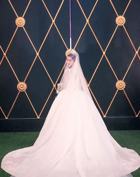 Cùng với Song Hye Kyo, nhiều người đẹp cũng từng diện thiết kế váy cưới Dior trong ngày trọng đại - Ảnh 7.