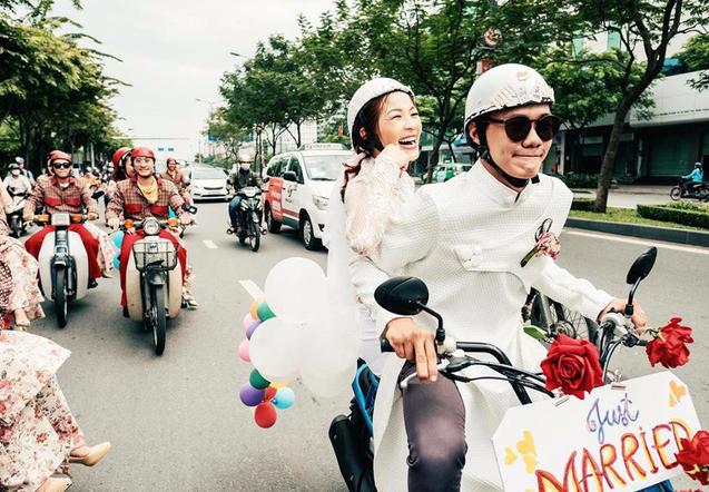 Cả thế giới ra mà xem: Đám cưới sau 9 năm yêu với màn rước dâu tăng động cực chất của cặp đôi Sài Gòn - Ảnh 2.