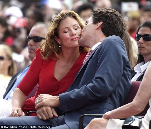 Lời tỏ tình lịm tim và 12 năm hôn nhân trên cả mật ngọt của Thủ tướng Canada đẹp trai như tài tử - Ảnh 7.
