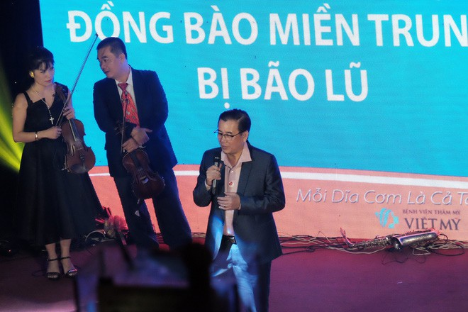 Bằng giọng hát, bác sĩ Sài Gòn quyên được hơn 236 triệu đồng cho người dân miền Trung bão lũ trong chưa đầy 3 giờ - Ảnh 1.