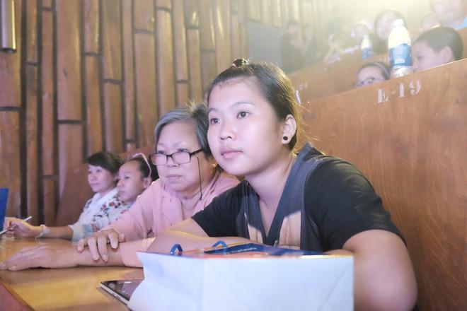 Bằng giọng hát, bác sĩ Sài Gòn quyên được hơn 236 triệu đồng cho người dân miền Trung bão lũ trong chưa đầy 3 giờ - Ảnh 7.