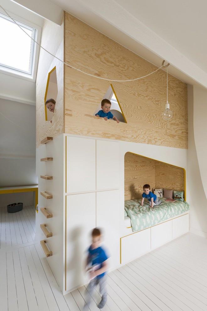 Với phòng ngủ nhỏ mà có võ thế này, bố mẹ hoàn toàn có thể yên tâm về nơi ngủ, chỗ chơi cho trẻ - Ảnh 2.
