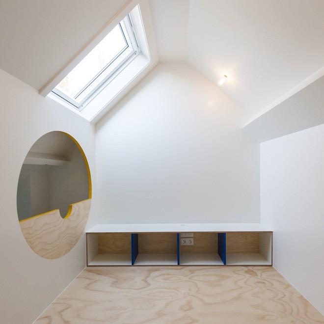 Với phòng ngủ nhỏ mà có võ thế này, bố mẹ hoàn toàn có thể yên tâm về nơi ngủ, chỗ chơi cho trẻ - Ảnh 8.