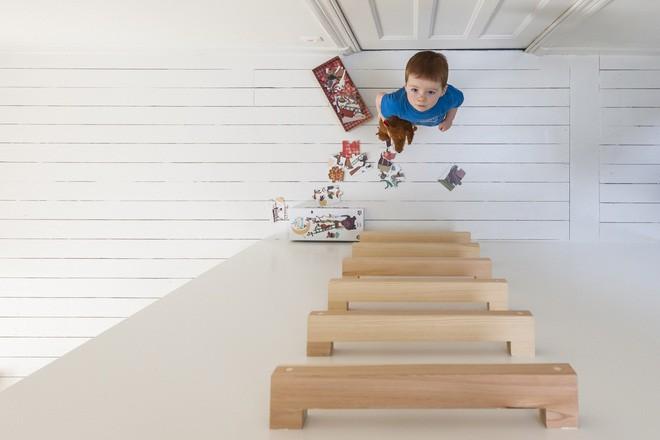 Với phòng ngủ nhỏ mà có võ thế này, bố mẹ hoàn toàn có thể yên tâm về nơi ngủ, chỗ chơi cho trẻ - Ảnh 11.
