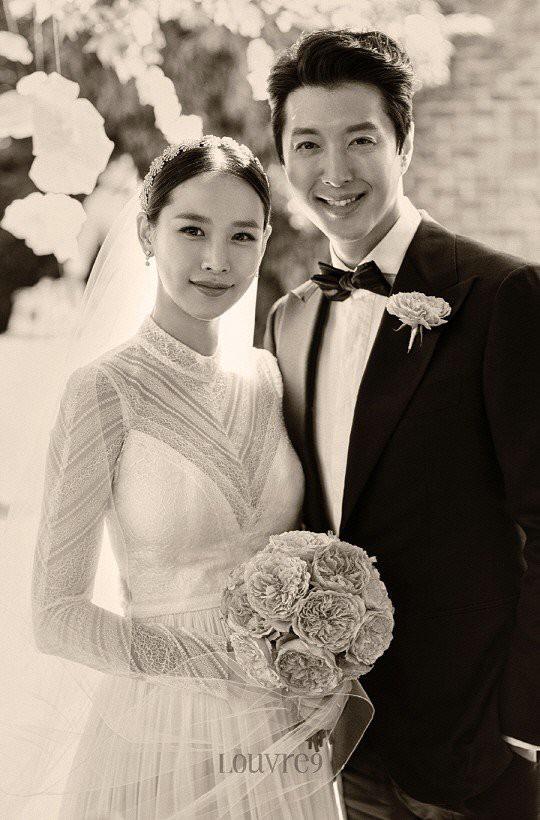 Jo Yoon Hee lần đầu công khai hình ảnh bụng bầu xinh đẹp bên chồng Lee Dong Gun - Ảnh 2.