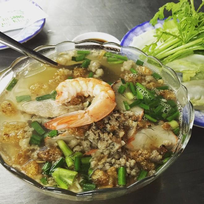 4 quán ăn bình dân vừa ngon, vừa dễ đụng người nổi tiếng ở Sài Gòn - Ảnh 1.