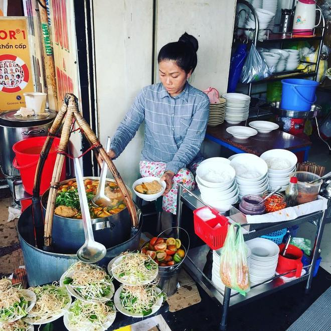 4 quán ăn bình dân vừa ngon, vừa dễ đụng người nổi tiếng ở Sài Gòn - Ảnh 9.