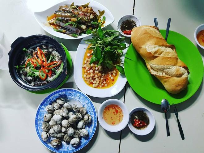 4 quán ăn bình dân vừa ngon, vừa dễ đụng người nổi tiếng ở Sài Gòn - Ảnh 25.