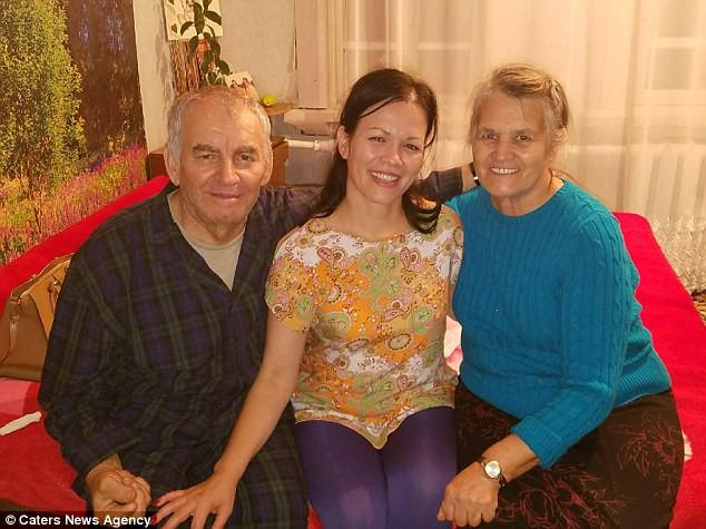 Bỏ qua lời dị nghị của hàng xóm, 39 năm sau cặp vợ chồng mới phát hiện sự thật đau lòng về cô con gái - ảnh 1