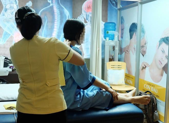 Ngồi 10 tiếng/ngày và không thể cúi người được, căn bệnh thoái hóa cột sống đang trẻ hóa chóng mặt - Ảnh 3.