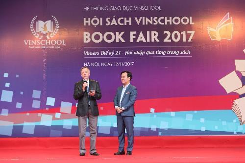 Vinschool Book Fair 2017 đón nhà văn dành cho tuổi teen nổi tiếng thế giới - Ảnh 1.