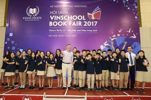 Vinschool Book Fair 2017 đón nhà văn dành cho tuổi teen nổi tiếng thế giới - Ảnh 2.