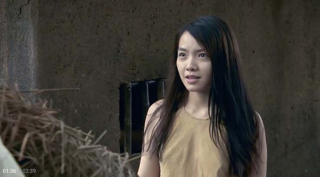 Thí sinh Hoa hậu Hoàn vũ lúng túng nói tiếng Anh; Phim Việt gây tranh cãi vì diễn viên không mặc nội y - Ảnh 3.