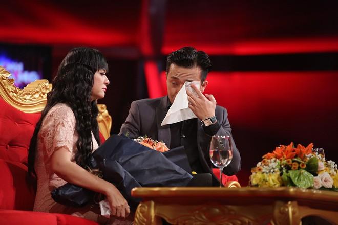Cát Phượng khóc ngất khi nhận hoa từ Kiều Minh Tuấn - Ảnh 5.