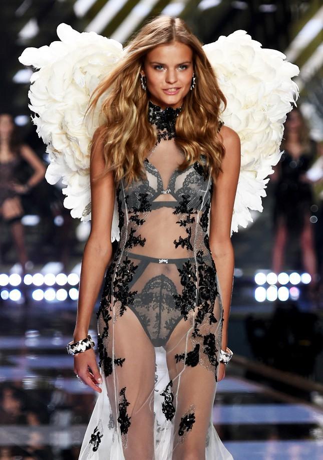 Ngày diễn gần kề, Victorias Secret Show gặp rắc rối lớn vì nhiều người mẫu không thể xin visa nhập cảnh Trung Quốc - Ảnh 2.