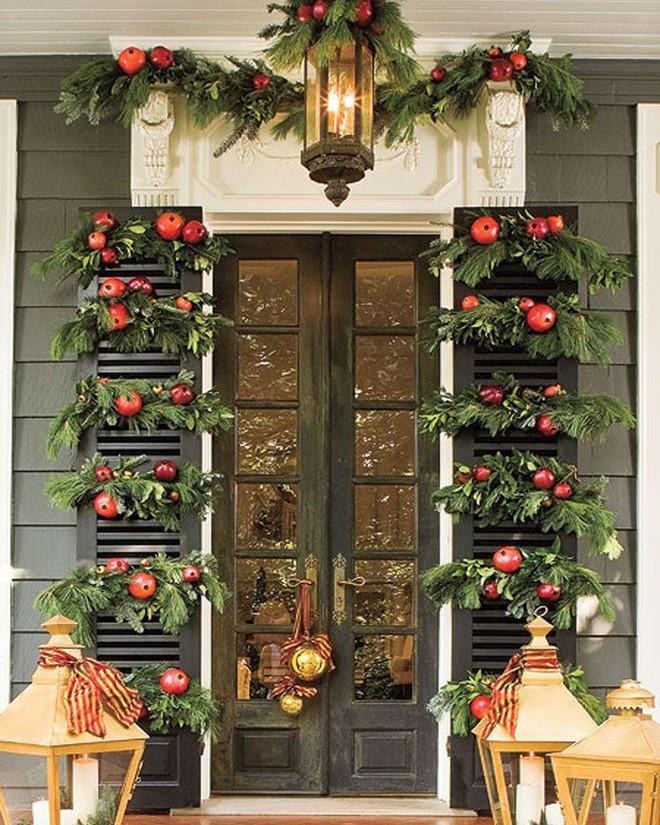 Những ý tưởng trang trí mặt tiền cho ngôi nhà đón Noel - Ảnh 2.