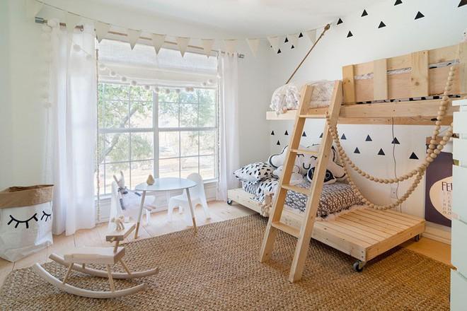 Trang trí đơn giản nhưng siêu đáng yêu, đây chính là phòng ngủ khiến mọi đứa trẻ mê tít - Ảnh 1.