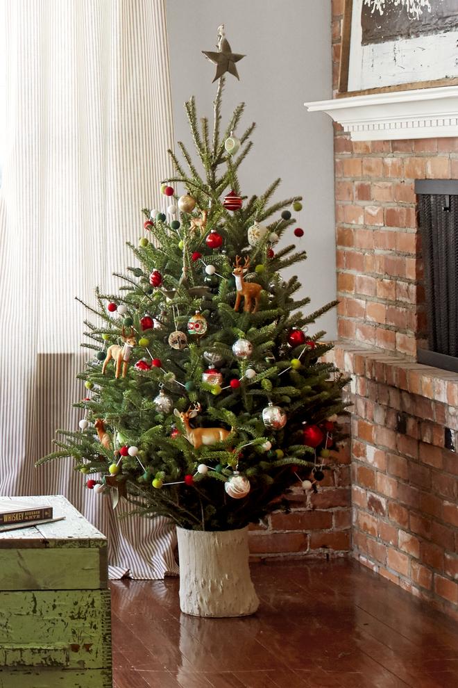 17 ý tưởng trang trí cây thông Noel mini đẹp, độc, lạ dành riêng cho nhà nhỏ  - Ảnh 1.