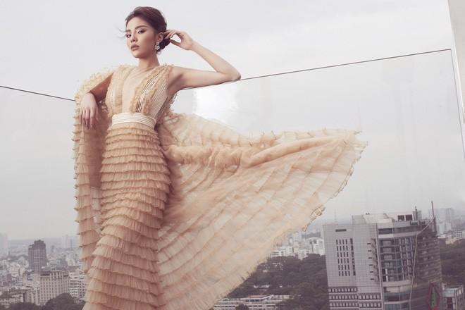 Tung bộ ảnh mới, Kỳ Duyên vô tình tạo nên màn tranh đấu váy áo với cả Tóc Tiên và Hari Won - Ảnh 2.