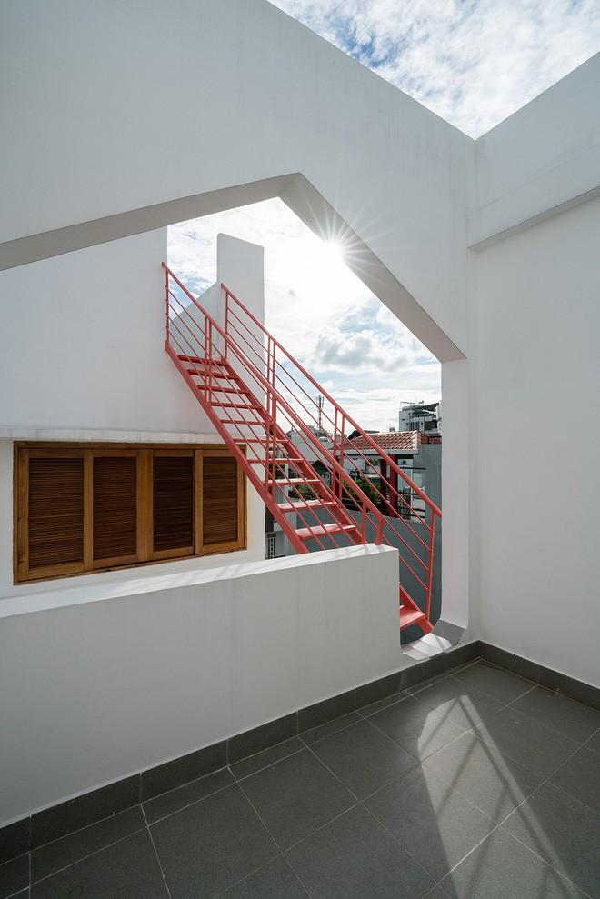 Ngôi nhà ống của đại gia đình trong hẻm nhỏ ấp ủ ý tưởng suốt 10 năm, đổi 3 đội thợ mới hoàn thành ở Sài Gòn - Ảnh 7.