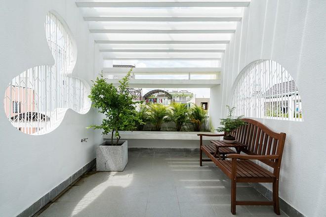Ngôi nhà ống của đại gia đình trong hẻm nhỏ ấp ủ ý tưởng suốt 10 năm, đổi 3 đội thợ mới hoàn thành ở Sài Gòn - Ảnh 17.
