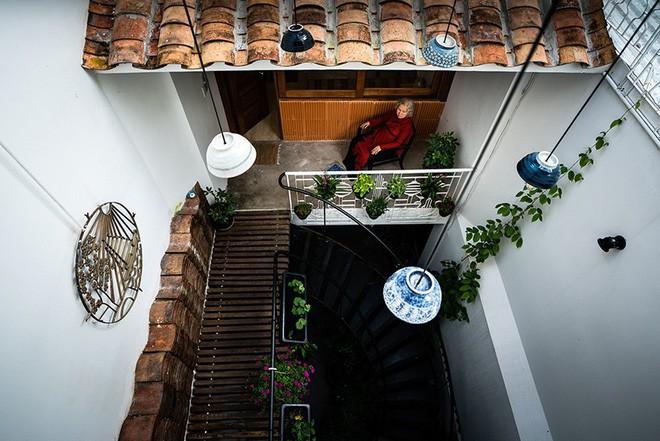 Ngôi nhà ống của đại gia đình trong hẻm nhỏ ấp ủ ý tưởng suốt 10 năm, đổi 3 đội thợ mới hoàn thành ở Sài Gòn - Ảnh 10.